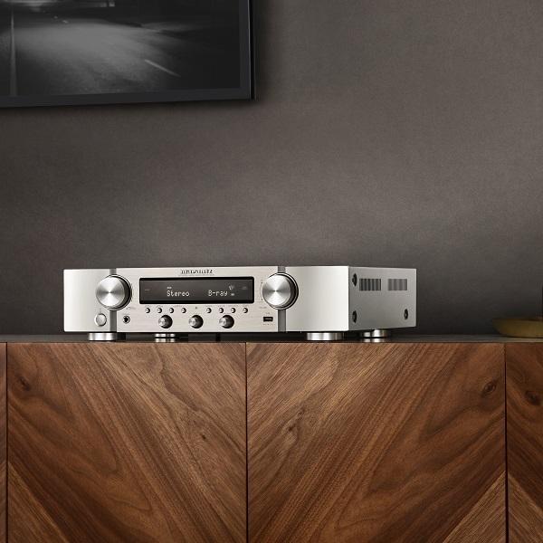 A Marantz bemutatja az NR1200 Slim Line sztereó hálózati receivert hifi minőséggel, fejlett HDMI csatlakozással és zene streaming-gel